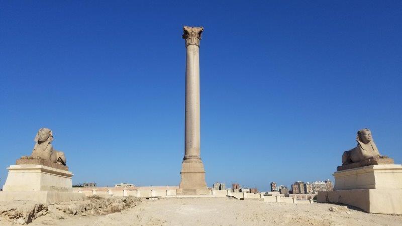 エジプト・アレクサンドリアのポンペイの柱とスフィンクス