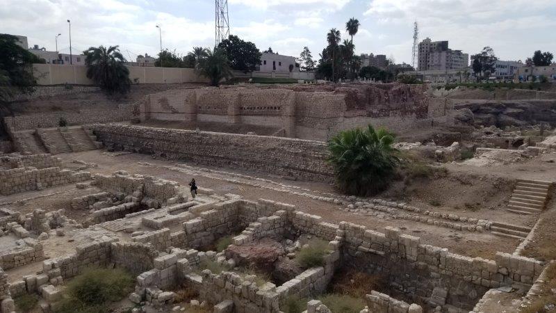 エジプト・アレクサンドリア。古代ローマの円形劇場を囲む遺跡。