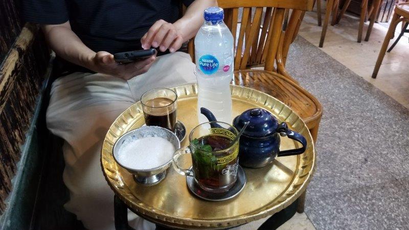 カイロのハーン・ハリーリでお茶休憩