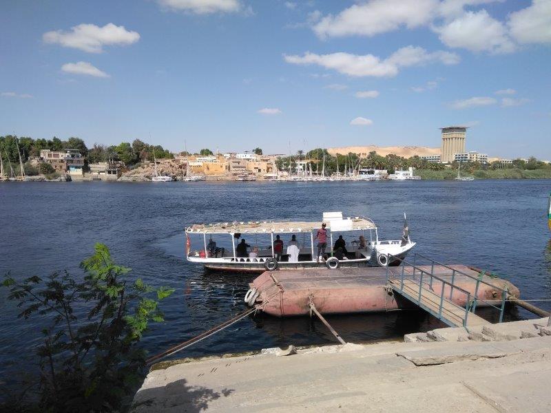エレファンティネ島行きのボート