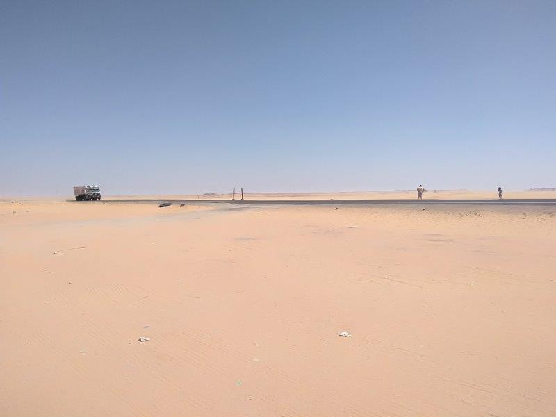 アスワンからアブシンベルまでの道のり。砂漠を4時間走る。
