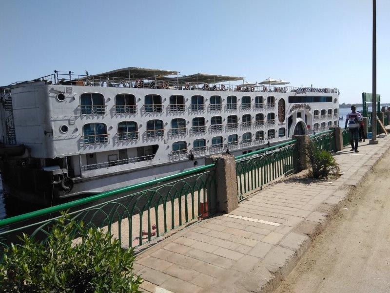 ナイル川クルーズ船の外観