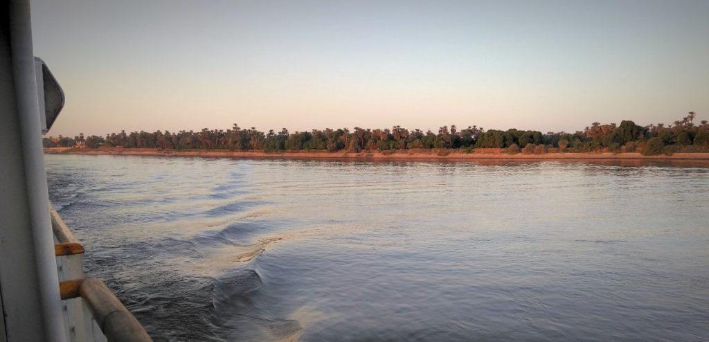 ナイル 川 クルーズ 船
