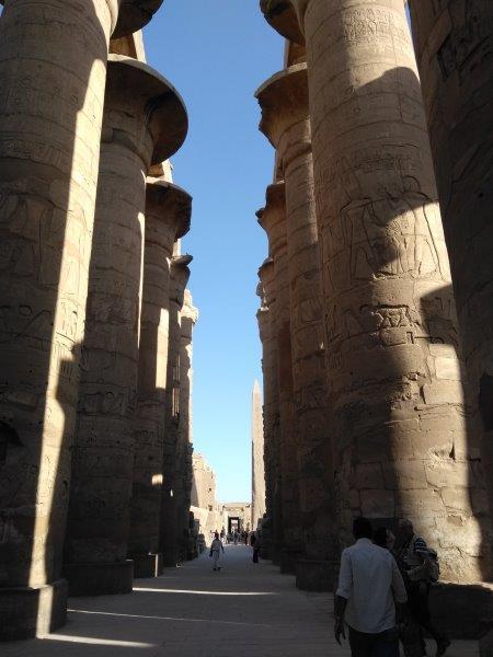 エジプト、ルクソールにあるカルナック神殿。大列柱室の柱。