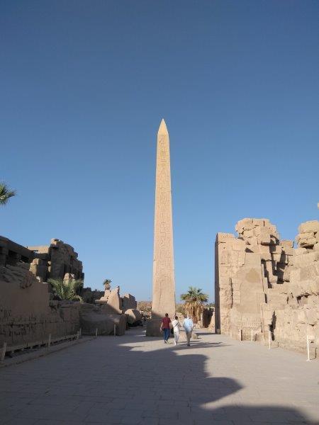 エジプト、ルクソールにあるカルナック神殿。ハトシェプスト女王のオベリスク。
