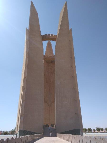 アスワン・ハイ・ダム、完成記念塔