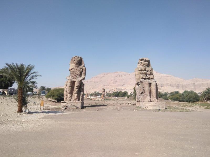 エジプト、ルクソール西岸にある、メムノンの巨像。