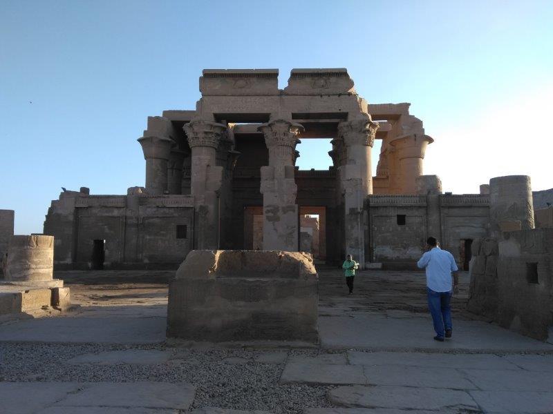 ナイルクルーズ。コム・オンボ神殿の入り口。