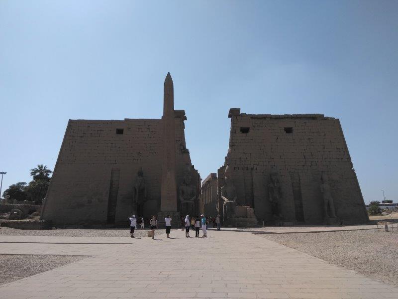 エジプト、ルクソール神殿入り口。