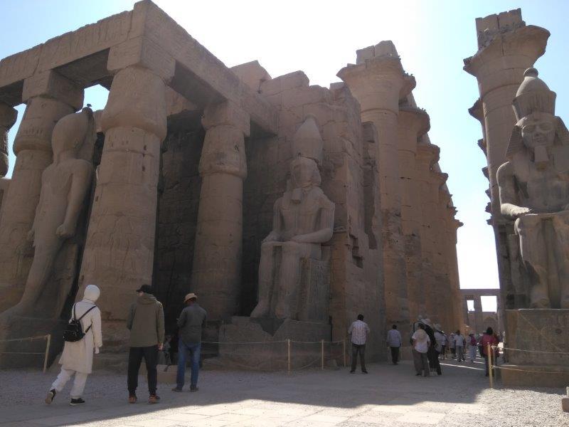エジプト、ルクソール神殿の内部。