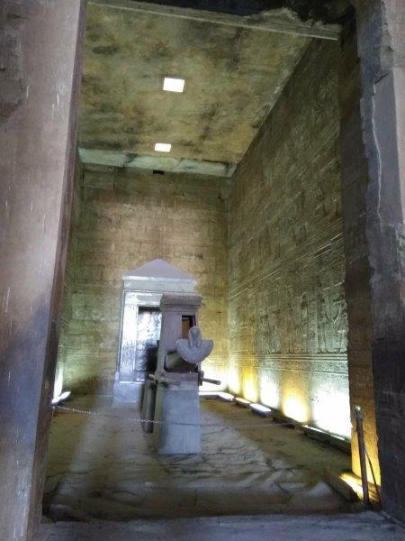 ナイル川クルーズ。ホルス神殿の聖船。