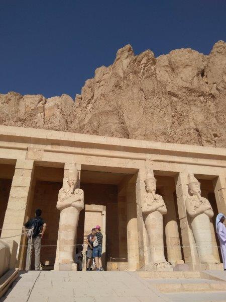 エジプト、ルクソールにあるハトシェプスト女王葬祭殿。