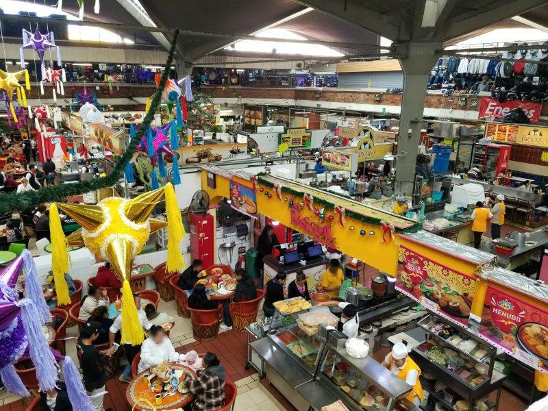 メキシコ・グアダラハラのリベルタ市場のフードコート。