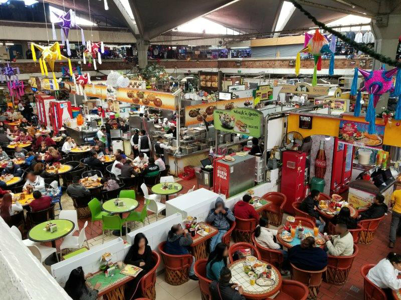 メキシコ・グアダラハラのリベルタ市場。地元の人で賑わうマーケット。