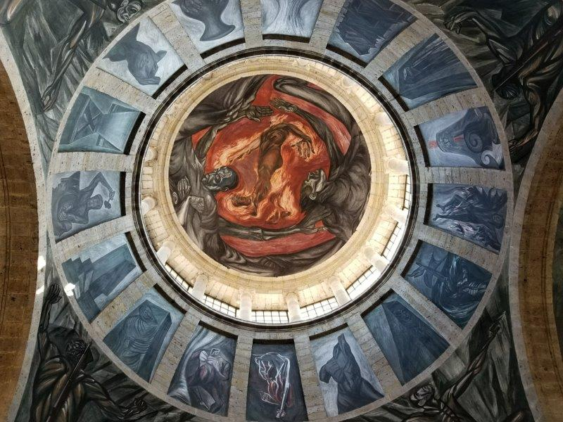 巨匠オロスコの最高傑作「炎の人」。グアダラハラのオスピシオ・カバーニャス。