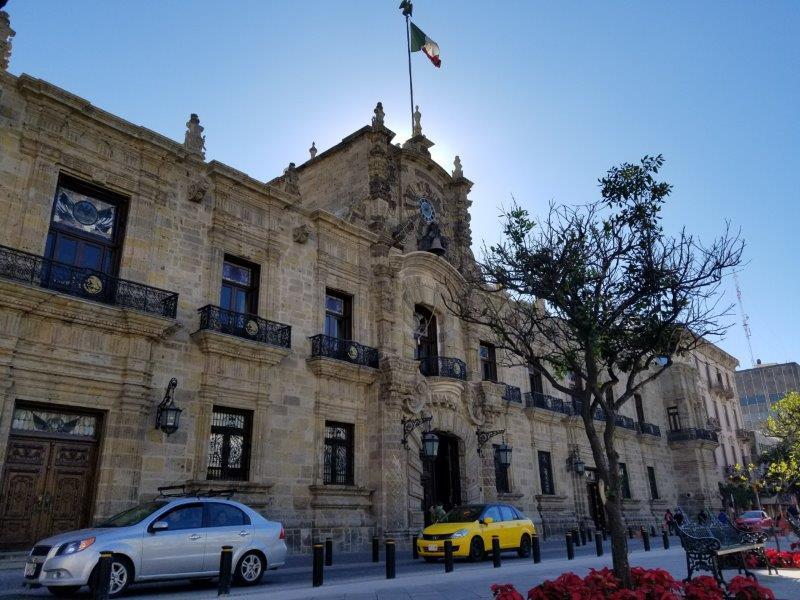 メキシコ・グアダラハラの歴史地区にあるハリスコ州庁舎。