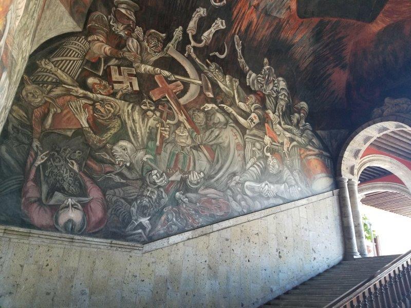 メキシコ・グアダラハラのハリスコ州庁舎。オロスコの壁画。
