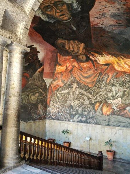 グアダラハラのハリスコ州庁舎にあるオロスコの天井画。