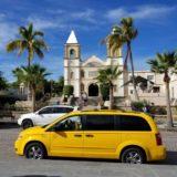 サンホゼ・デル・カボのダウンタウン。カトリック教会とミハレス広場。Plaza Mijares.