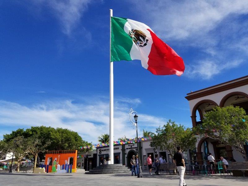 サンホセ・デル・カボのダウンタウン。ミハレス広場。