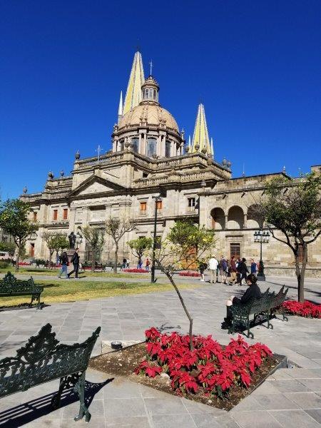 メキシコ・グアダラハラの歴史地区アルマス広場。