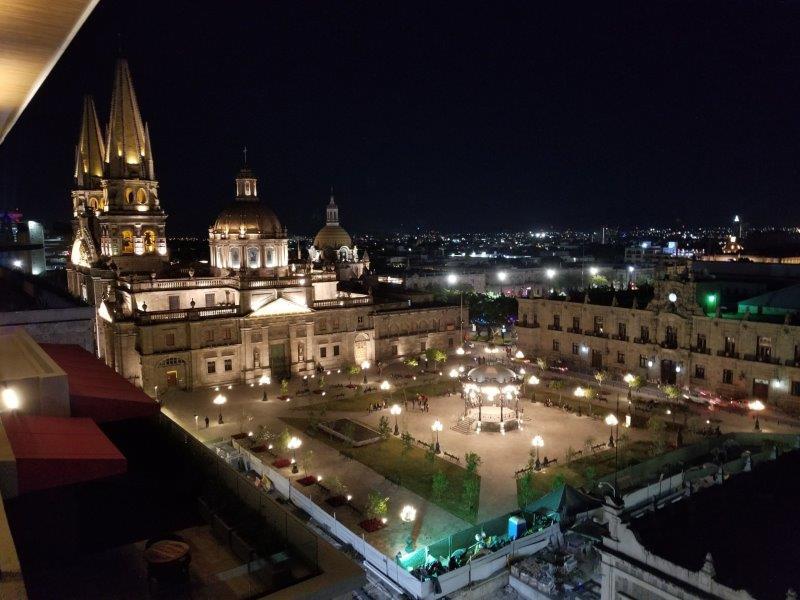 メキシコ・Guadalajara Historic District、アルマス広場のライトアップ。