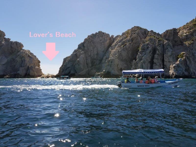 カボ・サン・ルーカスで人気のプラヤ・デル・アモール。恋人のビーチ。Lover's Beachとも。