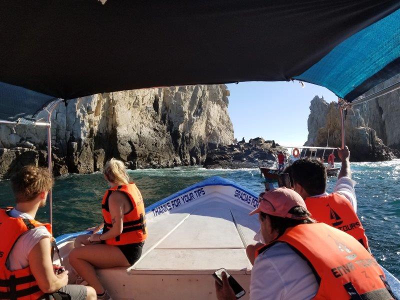 カボ・サン・ルーカスのボートツアー。アザラシの昼寝。