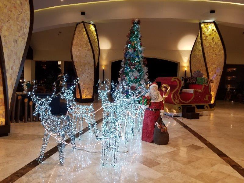 ハイアット・ジーヴァ・ロス・カボスの施設。ロビーのクリスマスデコレーション。