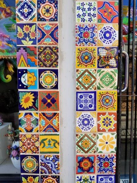 サンホセ・デル・カボのダウンタウン。ペイントやアートがカラフルな街。