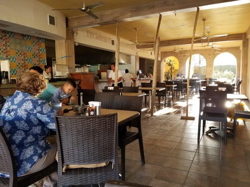 カボ・サン・ルーカスのメキシコ料理レストラン、ガーデニアの店内。