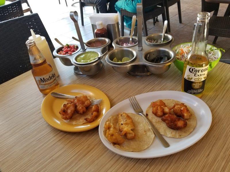 カボ・サン・ルーカスのメキシコ料理レストラン、Gardenia。エビタコス。シーフードタコス。