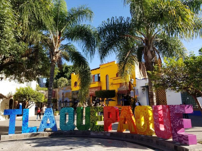 メキシコ・グアダラハラの近郊のカラフルな街、トラケパケ。