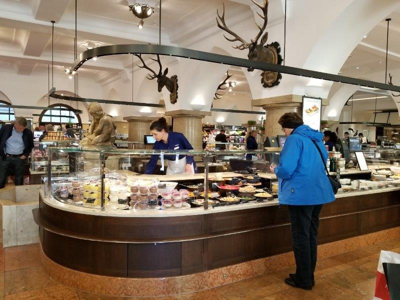 王室御用達の歴史を持つミュンヘンの高級食品ダルマイヤー・デリカテッセン本店。Dallmayr Delikatessenhaus
