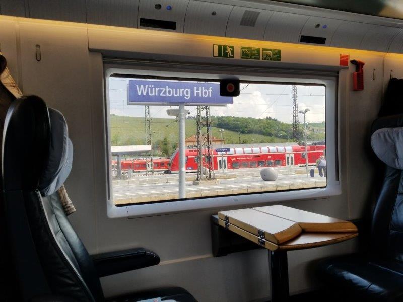 ドイツの鉄道(DB=ドイチェ・バーン) の高速列車ICE。車窓からの風景。