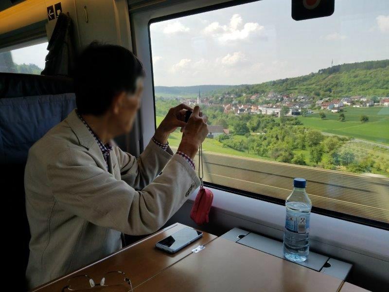 ドイツの鉄道(DB=ドイチェ・バーン) の高速列車ICE。車窓からの風景が美しい。