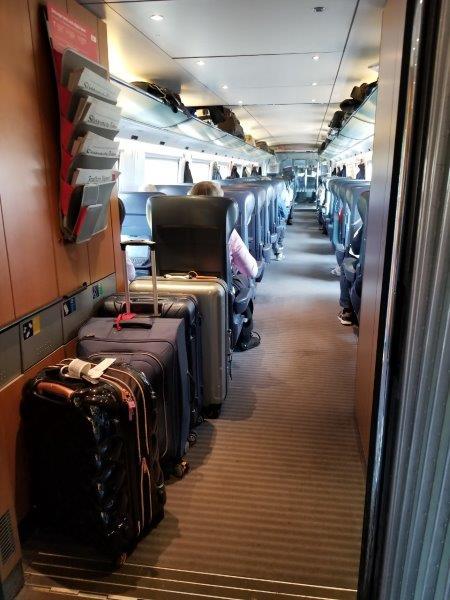 ドイツの鉄道(DB=ドイチェ・バーン) の高速列車ICE。スーツケース置き場。