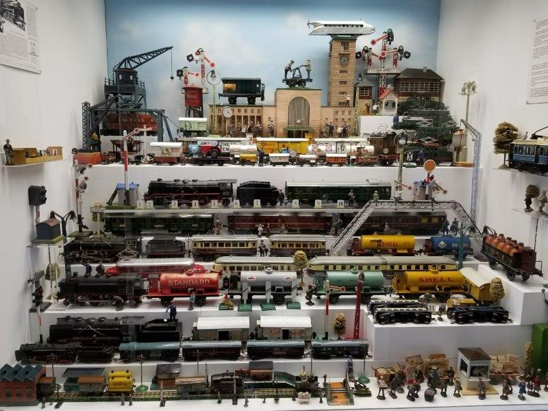 ミュンヘンの旧市庁舎にあるおもちゃ博物館。アンティークやブリキのおもちゃの展示。