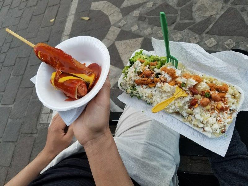 トラケパケ、イダルゴ庭園の屋台で夕食