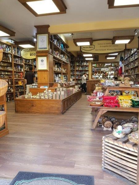 トラケパケのショッピング街にあるテキーラ専門店