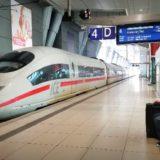 ドイツの鉄道(DB=ドイチェ・バーン) が運行する高速列車ICE。フランクフルト空港長距離駅にて。