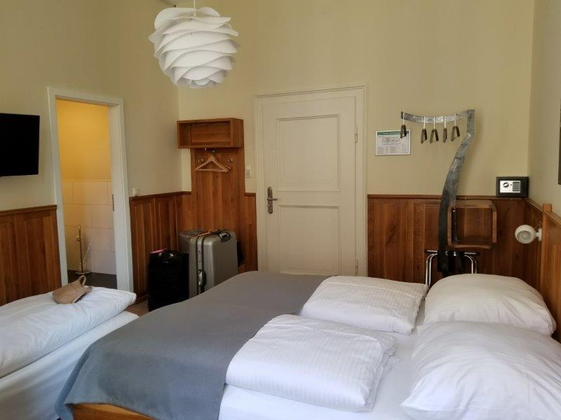 ミュンヘンの中心部にある、ホテル・アム・マルクト。Hotel am Markt。モダンなカントリースタイルの寝室はドイツの雰囲気が漂う。