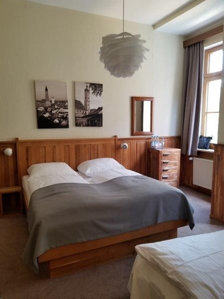 ミュンヘンの旧市街にある、ホテル・アム・マルクト。Hotel am Markt。モダンなカントリースタイルの寝室はドイツに来た感を満喫できる。