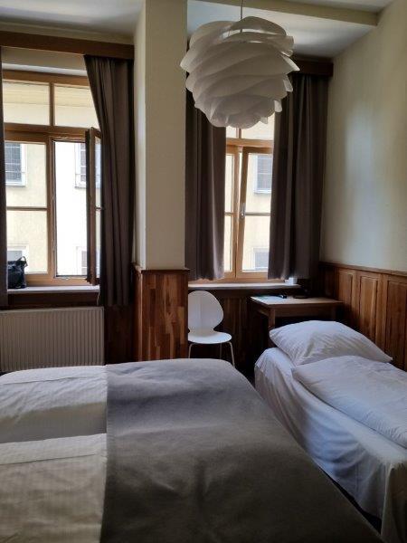 ミュンヘンの街のど真ん中にある、ホテル・アム・マルクト。Hotel am Markt。モダンなカントリースタイルの寝室はドイツの雰囲気が満喫できる。