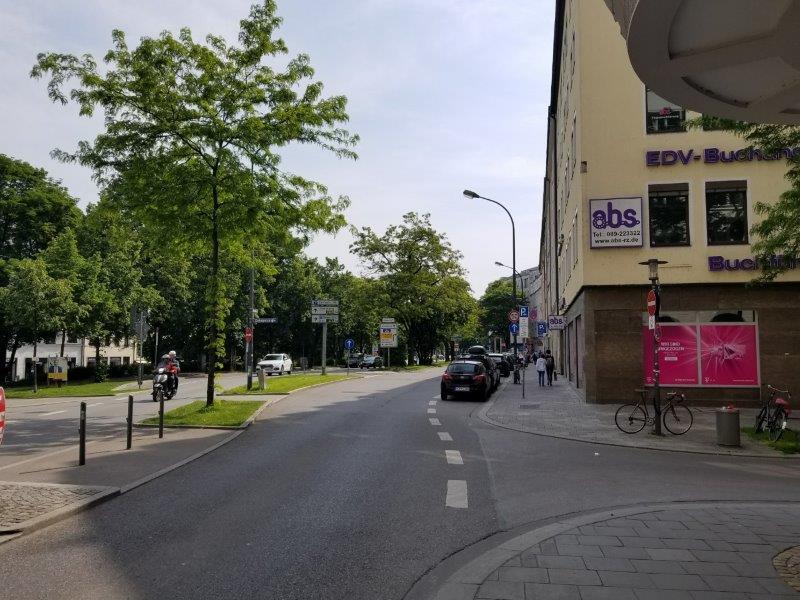 ドイツ・ミュンヘン市内のエイビス・レンタカー(Avis) 。駐車場までの行き方。