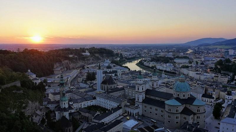 オーストリアのザルツブルグ。モーツアルト誕生の地やサンドオブミュージックで知られている。