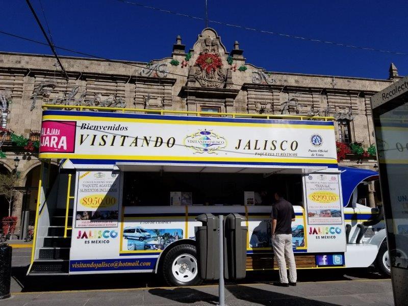 グアダラハラ広場のテキーラツアーのカウンター