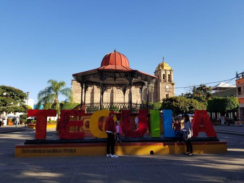 メキシコ・テキーラツアー。テキーラ村のモニュメント。