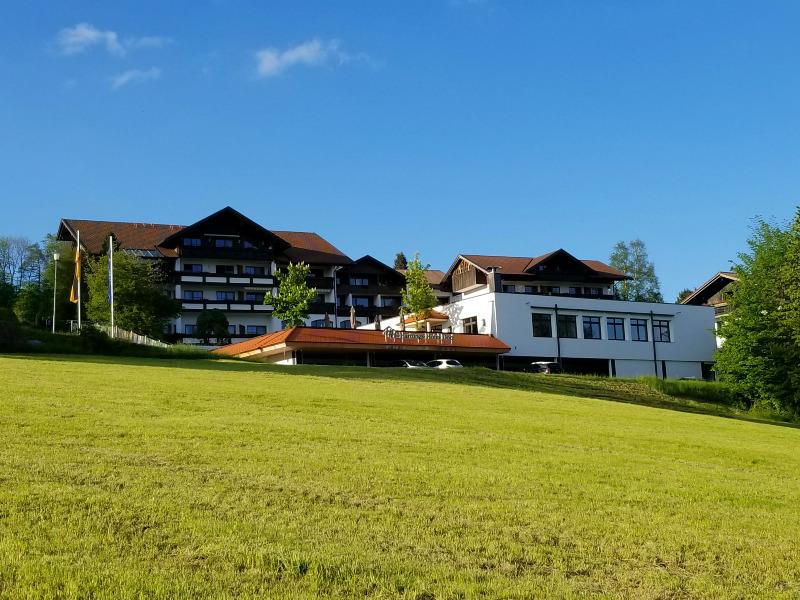 ハートゥングズ ホテル ドルフ(Hartungs Hotel Dorf)。アルプス山麓、フュッセンのホテル。
