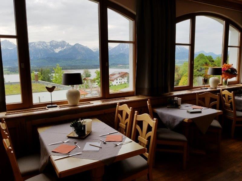 ハートゥングズ ホテル ドルフ(Hartung's Hotel Dorf)。絶景レストラン。